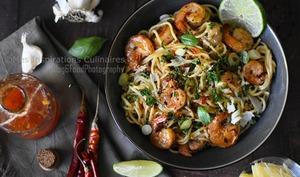 Spaghetti a la sauce Thaï et Crevettes sautees