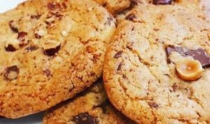 Cookies aux pépites de chocolat, fleur de sel et noisettes