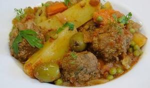Tajine de boulettes de boeuf, pommes de terre et olives