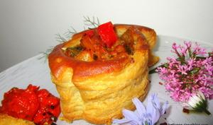 Bouchées de poisson feuilletées à la crème d'aneh et confit de poivrons