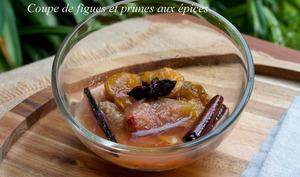 Coupe de figues et prunes aux épices