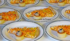Tarte aux carottes râpées, gingembre, miel et graines de tournesol accompagnée de mini bouchées aux champignons des bois