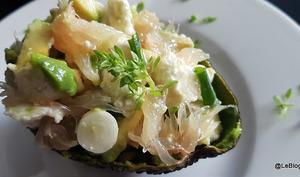 Salade d'avocat, mozzarella et pamplemousse