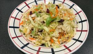 Chou pointu, carotte et olives