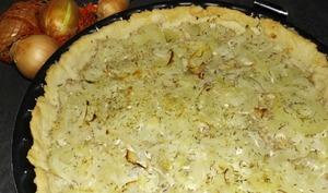 Tarte aux oignons et au fromage à l'ail et aux fines herbes