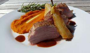 Filet mignon de porc basse température, purée de potimarron, poire caramélisée - Philandcocuisine