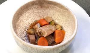 Yuba mijoté aux légumes et au tofu