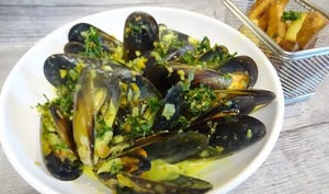 "Moules au curry et frites ""maison"""