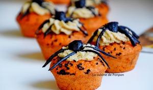 Cupcake aux tomates, chantilly de noix de cajou et araignée d'ail noir