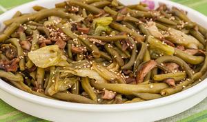 Haricots verts, cèpes et salade sautés