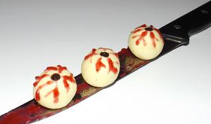 Truffes yeux globuleux d'Halloween au chocolat blanc