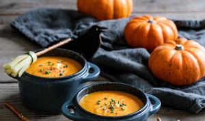 Velouté d'Halloween et balais de sorcière au fromage