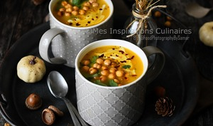 Velouté de potimarron au curry et pois chiches grillés