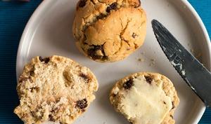 Scones sans gluten aux pépites de chocolat et à la cannelle