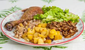 Poulet du dimanche aux pommes de terre, châtaignes et cèpes