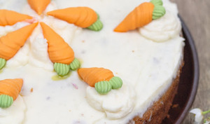 Carrot-cake végétalien à la cardamome