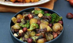 Poêlée d'automne aux pommes de terre, girolles et marrons