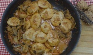Boudin blanc aux champignons et crème tomatée