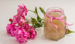 Sirop de rose albanais