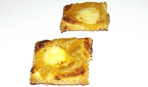Toasts feuilletés au confit d'oignon et chèvre