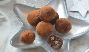 Truffes au chocolat, crème de marrons et marrons glacés