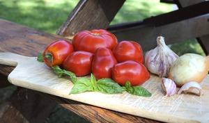 Velouté de tomates à la noix de coco et au basilic