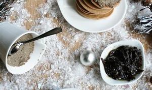 Blinis châtaigne avec terrine de champignons et oignons caramélisés au pain d'épices
