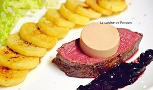 Rôti de biche cuit à basse température, mousse de foie gras et confiture de cerise à l'ail noir