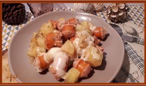 Saucisses de Francfort, pommes de terre à la raclette