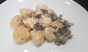 Noix de Saint-Jacques au boudin blanc et champignons