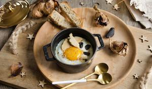 Oeuf cocotte foie gras et ail noir