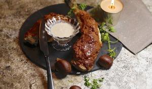 Cuisse de chapon en croûte de pain d'épices sauce foie gras châtaignes