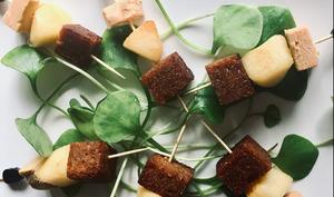 Brochettes de foie gras, golden et pain d'épices