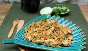 Riz frit thaï au poulet - khao pat