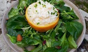 Navet boule d'or farci ricotta et ciboulette, salade de mâche aux amandes