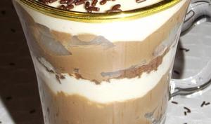 Verrines tiramisu de gâteau, poire et chocolat
