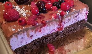 Gâteau 'bûche' au mascarpone et fruits rouges