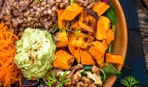 Buddha bowl au sarrasin, légumes rôtis et noix torréfiées aux épices