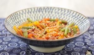 Wok de légumes aux cacahuètes grillées