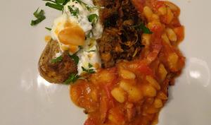 Ultra rapide boeuf haché, pommes de terre en robe des champs, haricots et lardons fumés de Jamie Oliver