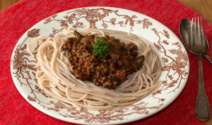 Spaghettis d'épeautre à la bolognaise de lentilles