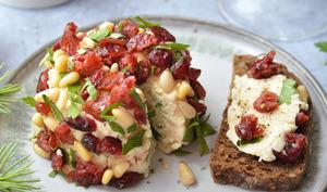 Fromage végétal à l'okara, aux cranberries et pignons