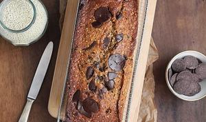 Cake à la banane, sésame, canneberge et chocolat