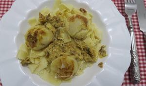 Noix de Saint-Jacques au curry et pâtes
