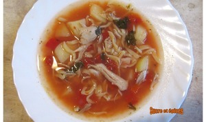 Soupe de poulet aux légumes et pâtes