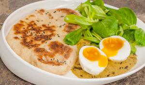 Naans et curry aux œufs