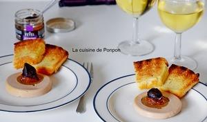 Tranche de foie gras de canard et son coeur de figue garni d'ail noir