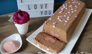 Marquise au chocolat coeur de biscuits roses