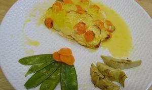 Filets de truites en écailles de pomme de terre et carottes, sauce aux agrumes