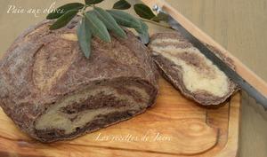Pain aux olives noires cuit en cocotte